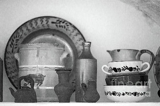 Gaspar Avila - Pottery still life