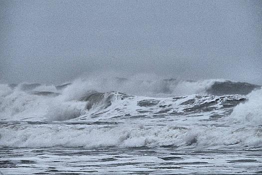 Rage of the ocean by Jeff Swan