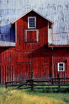 Red Barn by Bill Morgenstern