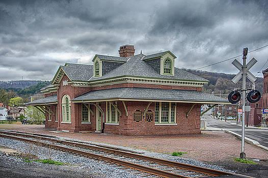 Ridgway Station by Guy Whiteley