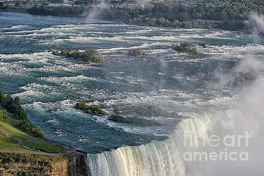 River Niagara  by Patricia Hofmeester