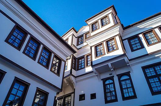 Robevi family house in Ohrid by Silfiriel