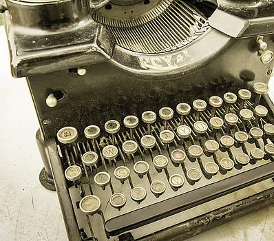 Royal typewriter by Nick Mares