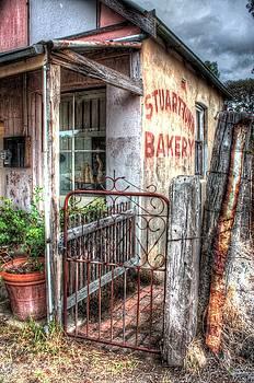 Rusty gate. by Ian  Ramsay