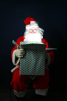 Michael Ledray - Santa Claus has Christmas Magic for all