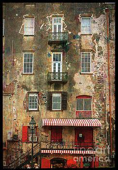 Savannah Windows by Linda Olsen