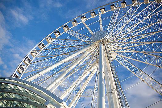 Seattle Ferris Wheel by Paul Bartoszek