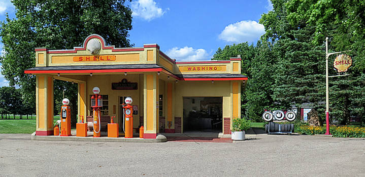 Shell Gas Station by Dave Mills