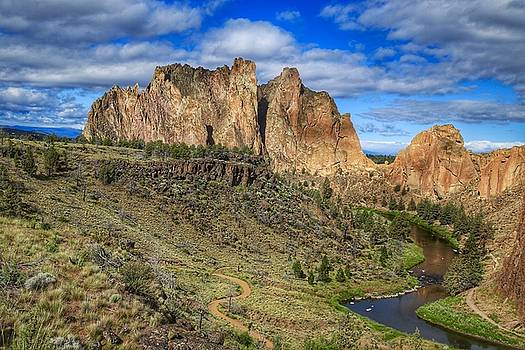 Smith Rock morning view by Lynn Hopwood