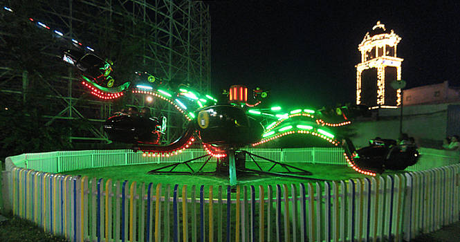Spider Ride at Lakeside Amusement Park by Jeff Schomay