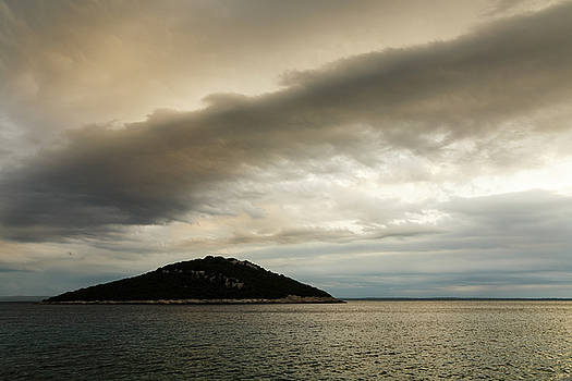 Storm moving in over Veli Osir Island in the morning by Ian Middleton