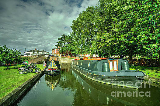 Stourport Narrowboats  by Rob Hawkins