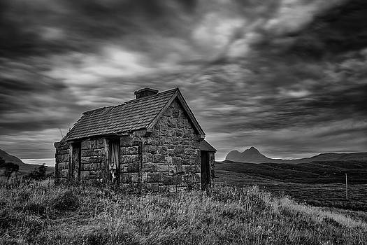 Suilven and the Old House at Elphin by Derek Beattie