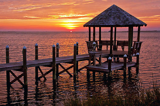 Sunset in Hatteras by Suzanne Stout
