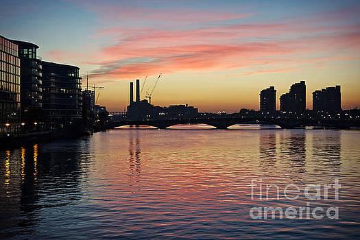 Sunset over Chelsea Bridge 01A by Pete Edmunds