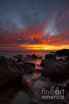 Charmian Vistaunet - Sunset over Ocean at Kawaihae