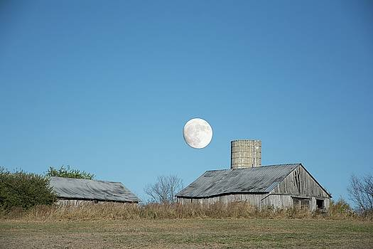 Randall Branham - Super moon barn