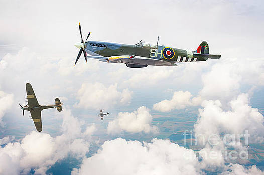 Supermarine Spitfire Flying by Lee Avison