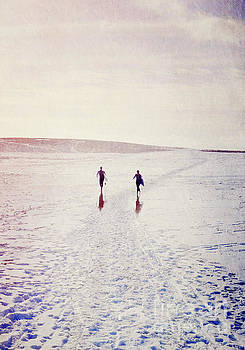 Surfers in the snow by Lyn Randle