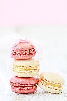 Sweet French Macarons by Stephanie Frey