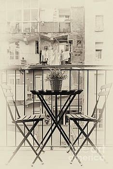 Svetlana Sewell - Table for Two