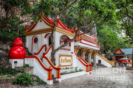 Adrian Evans - Tham Khao Yoi Temple
