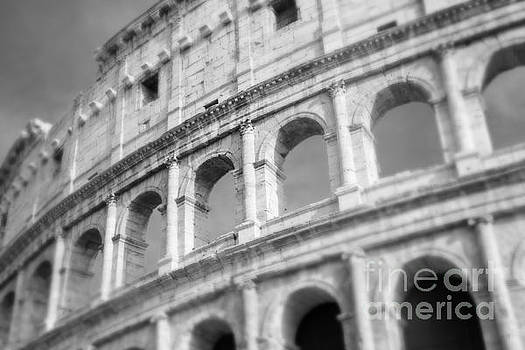 Sonja Quintero - The Colosseum in Black and White