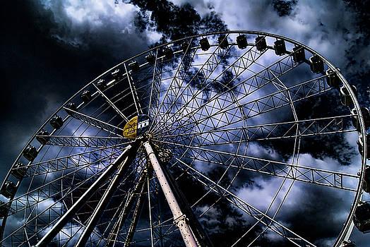 The ferris wheel by Paul Jarrett