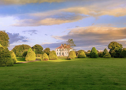 The old country house by Roy McPeak
