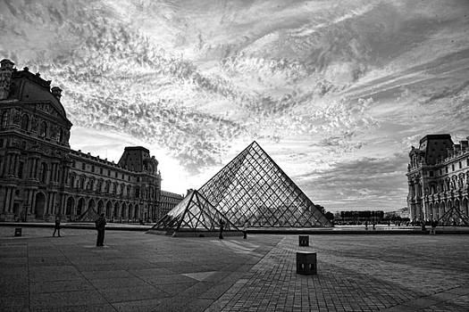Chuck Kuhn - TheLouvre Blk n Wht