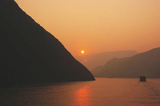 Three Gorges Sunrise by Ray Devlin