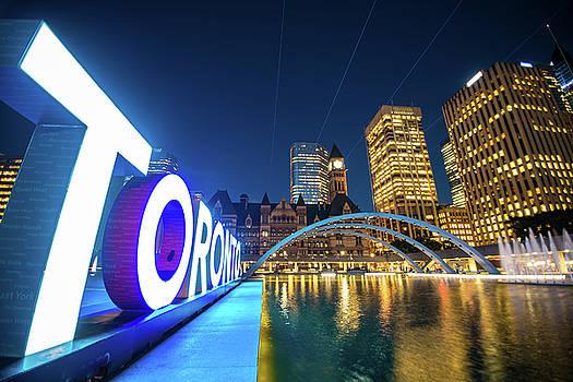 Toronto downtown  by Mariusz Czajkowski