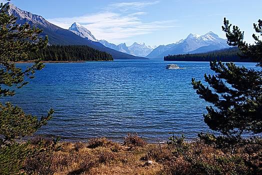 Larry Ricker - Touring Maligne Lake