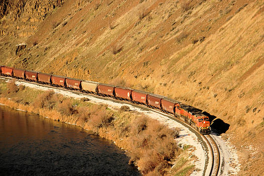 Train rounding the bend by Jeff Swan