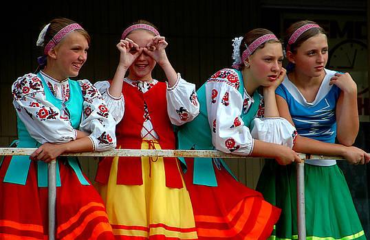 Ukranian girls by Kobby Dagan