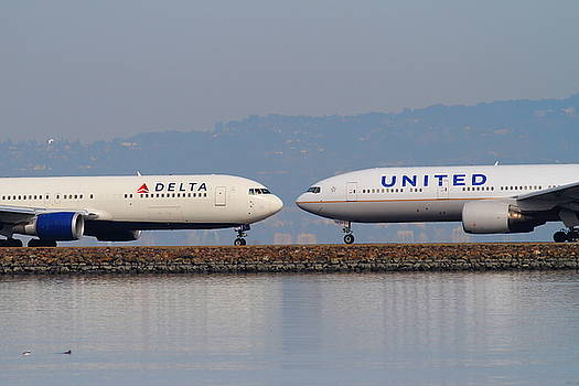 Wingsdomain Art and Photography - United Airlines And Delta Airlines Jet Airplane At San Francisco International Airport SFO . 7D12091