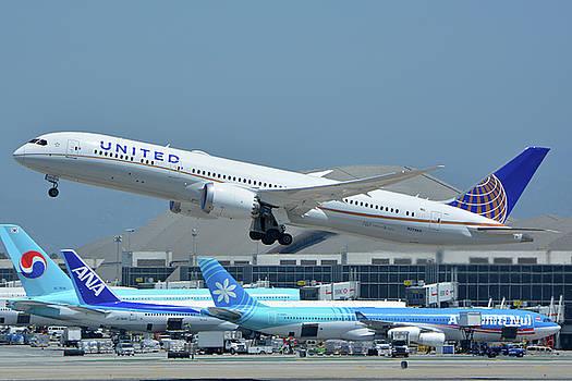 United Boeing 787-9 N27965 Los Angeles International Airport May 3 2016 by Brian Lockett