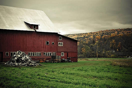 Vermont Barn by Mandy Wiltse