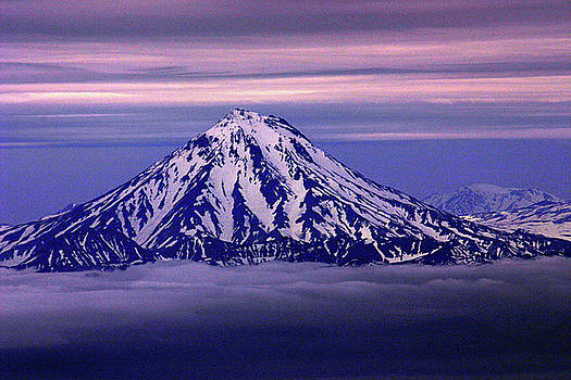 Volcano Viluchinsky seen from avachinsky by Ni Zhu
