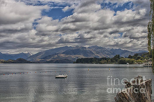 Patricia Hofmeester - Wakatipu lake in New Zealand