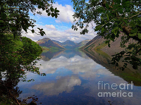 Wast Water with Yewbarrow and Great Gable and Lingmell by Louise Heusinkveld