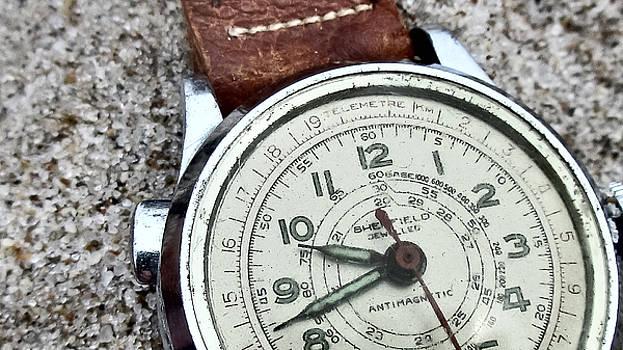 TONY GRIDER - Watch on Sand -01