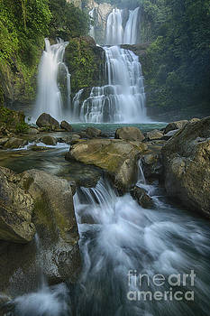 Waterfall by Juan Carlos Vindas