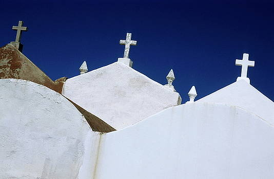 Sami Sarkis - White gravestones in the Marine Cemetery in Bonifacio