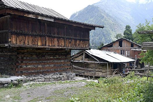 Wooden hut by Sumit Mehndiratta