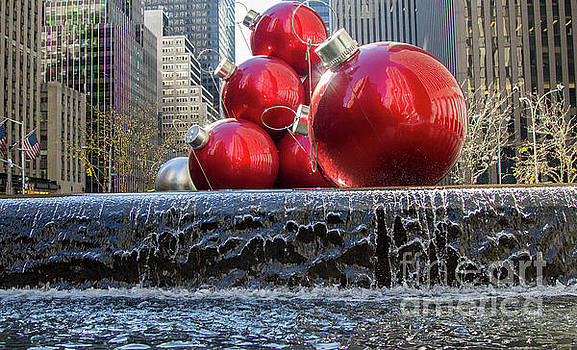 Chuck Kuhn - Xmas Decor NYC Red