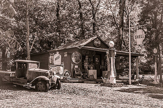 Yesterville Country Store by Lynne Jenkins