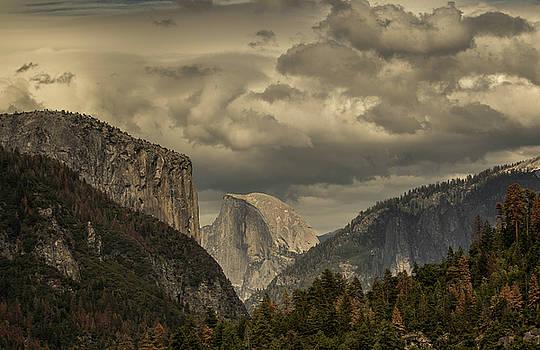 Yosemite Valley by Chris Burke