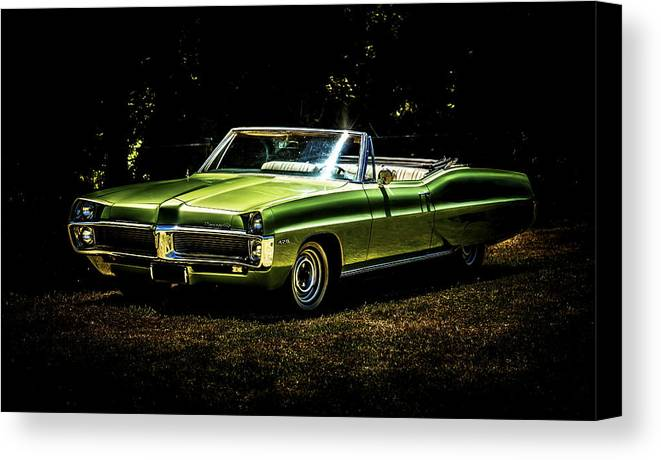 Pontiac Bonneville Canvas Print featuring the photograph 1967 Pontiac Bonneville by motography aka Phil Clark