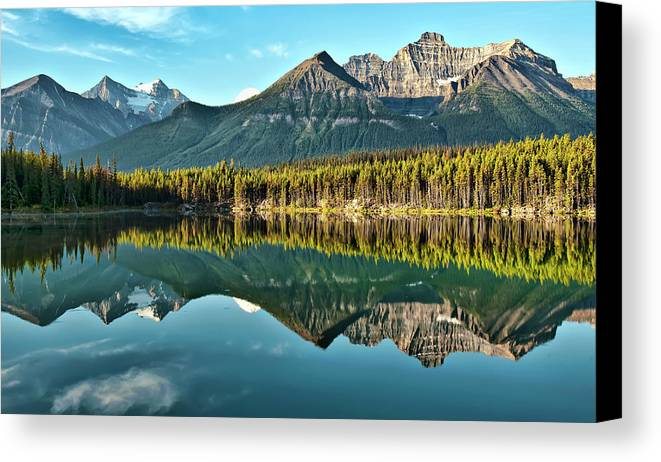 Horizontal Canvas Print featuring the photograph Herbert Lake - Quiet Morning by Jeff R Clow